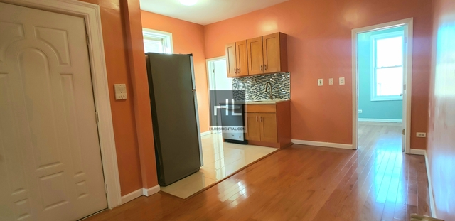 3 Bedrooms, Astoria Rental in NYC for $2,500 - Photo 2