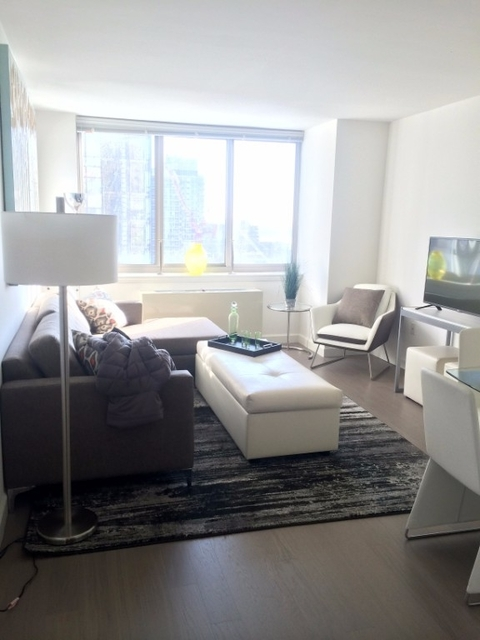 1 Bedroom, Hell's Kitchen Rental in NYC for $3,299 - Photo 2
