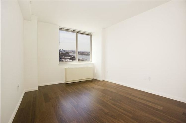 Room, Hell's Kitchen Rental in NYC for $3,325 - Photo 2