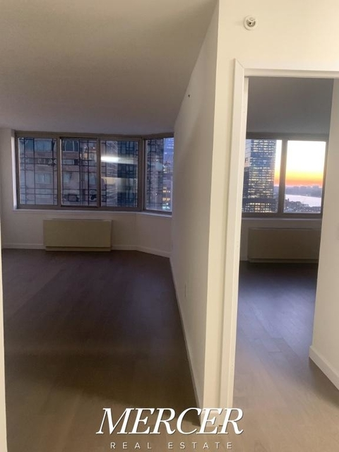 1 Bedroom, Hell's Kitchen Rental in NYC for $3,406 - Photo 2