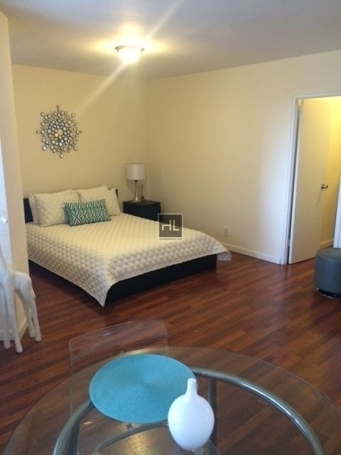 2 Bedrooms, Rego Park Rental in NYC for $3,165 - Photo 2