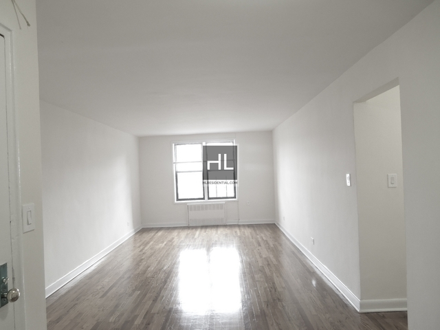 2 Bedrooms, Rego Park Rental in NYC for $2,132 - Photo 2