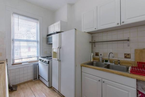 1 Bedroom, Astoria Rental in NYC for $3,000 - Photo 2