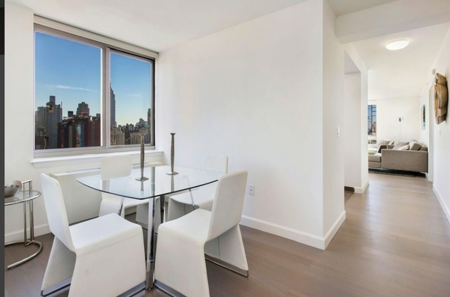 2 Bedrooms, Hell's Kitchen Rental in NYC for $5,529 - Photo 2