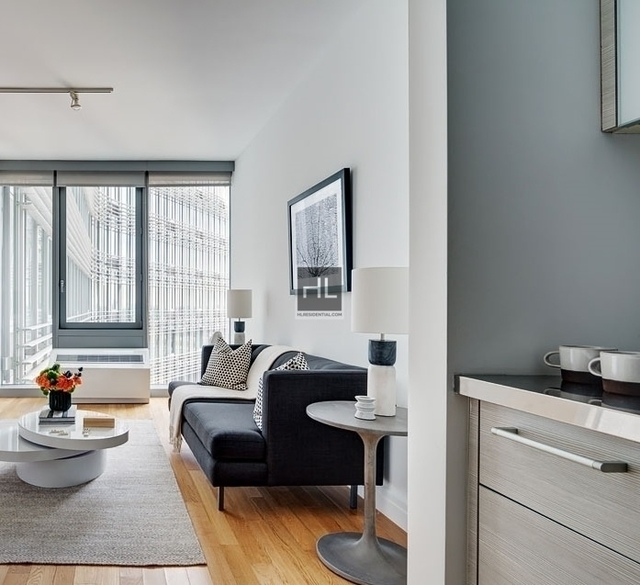 2 Bedrooms, Hell's Kitchen Rental in NYC for $6,850 - Photo 2