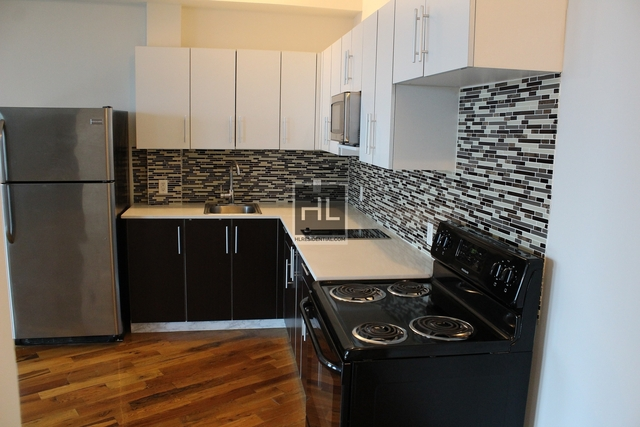 2 Bedrooms, Long Island City Rental in NYC for $2,700 - Photo 2