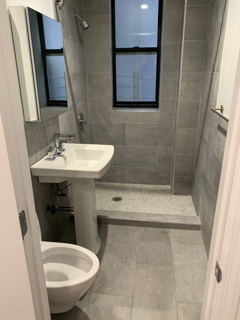 Room, Washington Heights Rental in NYC for $1,100 - Photo 2