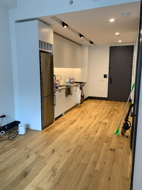 1 Bedroom, Long Island City Rental in NYC for $2,575 - Photo 2