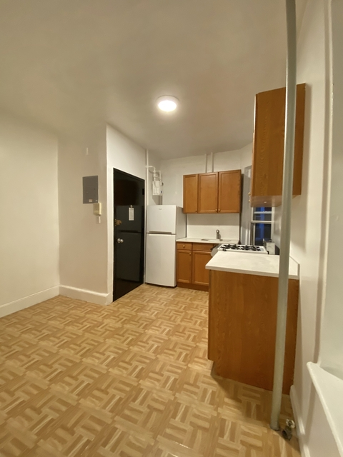 2 Bedrooms, Hell's Kitchen Rental in NYC for $2,195 - Photo 2