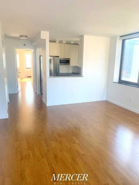 2 Bedrooms, Hell's Kitchen Rental in NYC for $4,895 - Photo 2