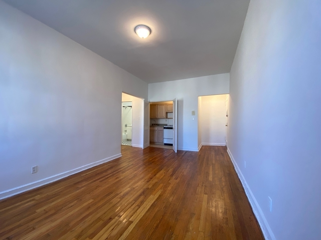 2 Bedrooms, Gramercy Park Rental in NYC for $2,495 - Photo 2