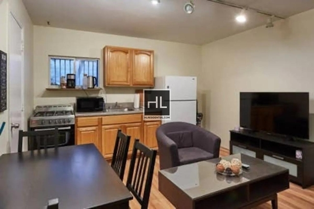 3 Bedrooms, Williamsburg Rental in NYC for $2,900 - Photo 2