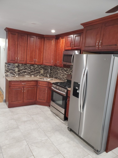 3 Bedrooms, Canarsie Rental in NYC for $2,300 - Photo 2