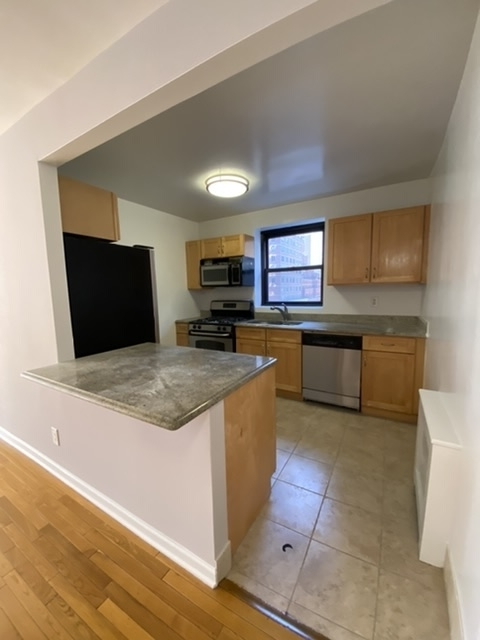 3 Bedrooms, Turtle Bay Rental in NYC for $6,257 - Photo 2