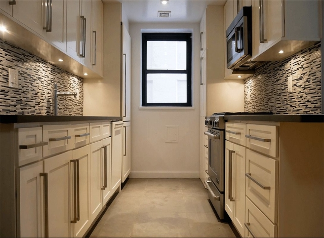 4 Bedrooms, Turtle Bay Rental in NYC for $7,329 - Photo 2