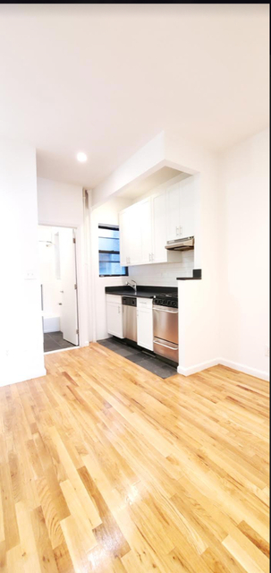 3 Bedrooms, Hell's Kitchen Rental in NYC for $3,300 - Photo 1