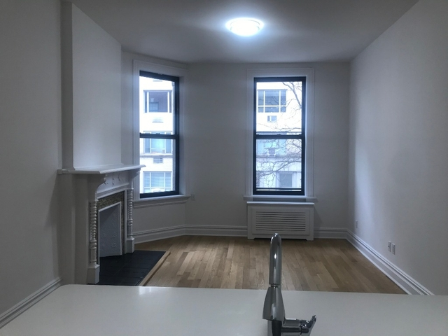 2 Bedrooms, Carnegie Hill Rental in NYC for $4,675 - Photo 2