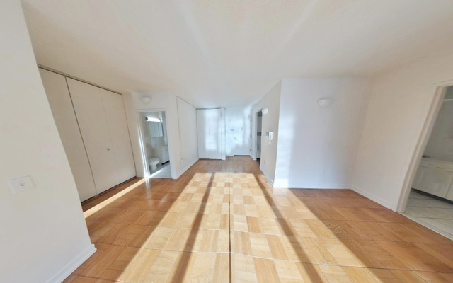 2 Bedrooms, Hell's Kitchen Rental in NYC for $3,919 - Photo 2