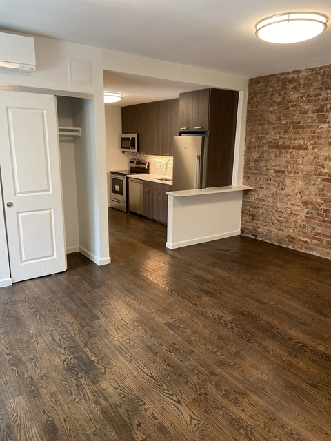 4 Bedrooms, Hell's Kitchen Rental in NYC for $4,200 - Photo 1