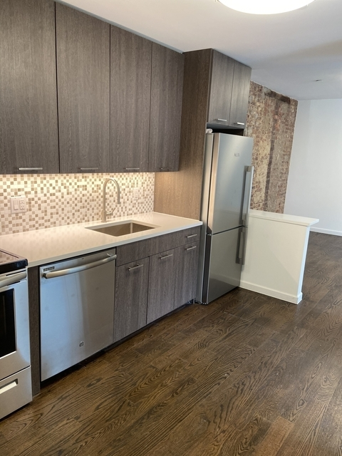 4 Bedrooms, Hell's Kitchen Rental in NYC for $4,500 - Photo 2
