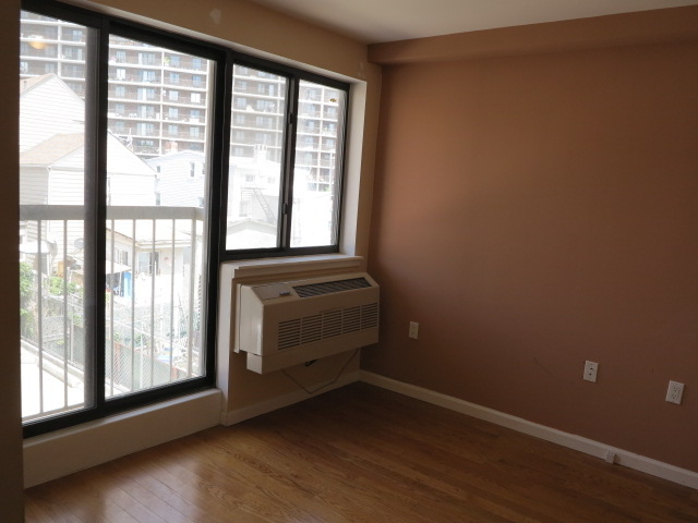 2 Bedrooms, Astoria Rental in NYC for $1,930 - Photo 1