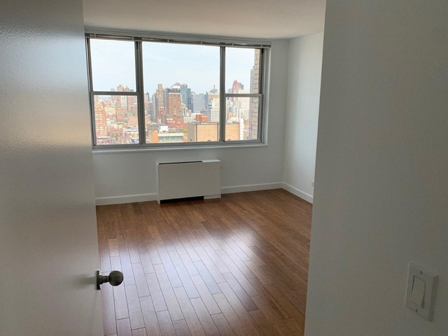 1 Bedroom, Sutton Place Rental in NYC for $4,120 - Photo 2