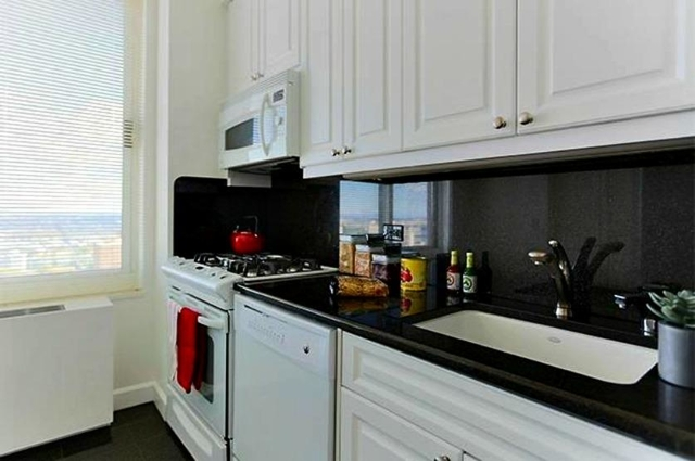 3 Bedrooms, Turtle Bay Rental in NYC for $4,295 - Photo 2