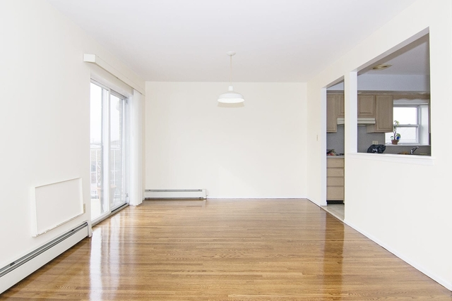3 Bedrooms, Astoria Heights Rental in NYC for $2,900 - Photo 2