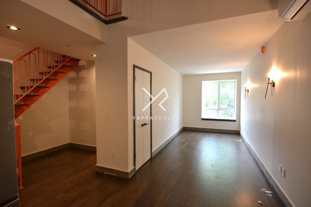 3 Bedrooms, Crown Heights Rental in NYC for $4,225 - Photo 1