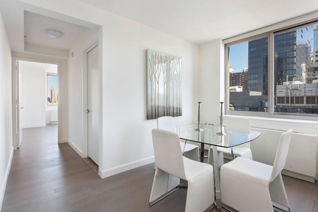 3 Bedrooms, Hell's Kitchen Rental in NYC for $5,220 - Photo 2