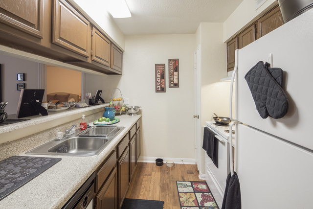 2 Bedrooms, Gulfton Rental in Houston for $1,030 - Photo 2