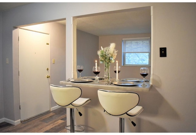 Admirable 2 Bedrooms At 5046 Winona Avenue For Posted Mar 31 2019 Home Remodeling Inspirations Genioncuboardxyz