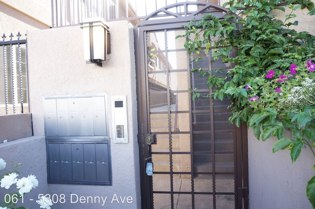 2 Bedrooms, NoHo Arts District Rental in Los Angeles, CA for $2,195 - Photo 2