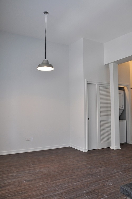 2BR at 5051 N Kenmore Ave - Photo 2