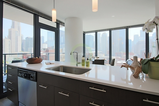 3 Bedrooms, River North Rental in Chicago, IL for $5,423 - Photo 1