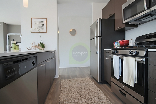 3 Bedrooms, River North Rental in Chicago, IL for $5,423 - Photo 2