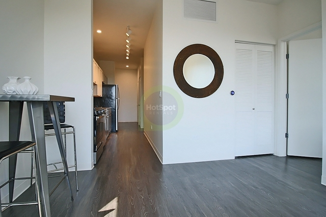 2 Bedrooms, Goose Island Rental in Chicago, IL for $2,157 - Photo 2