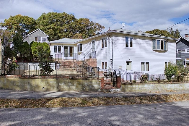 4 Bedrooms, Squantum Rental in Boston, MA for $3,500 - Photo 1
