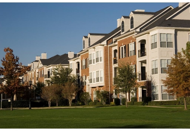 1 Bedroom, Lincoln at Towne Square - Haggar Square Apartments Rental in Dallas for $910 - Photo 2
