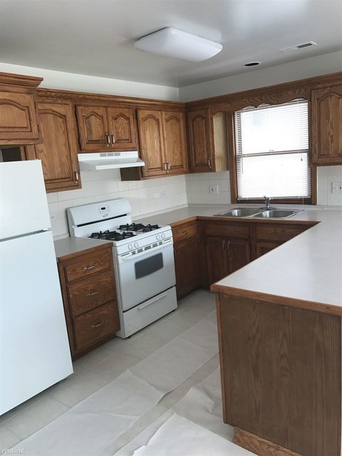 3 Bedrooms, Ravenswood Rental in Chicago, IL for $1,700 - Photo 2