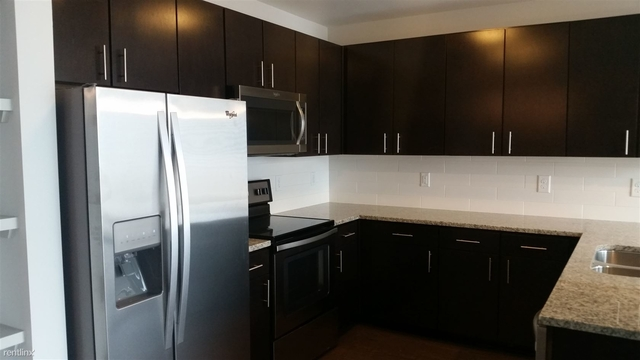 2 Bedrooms, Downtown Houston Rental in Houston for $2,033 - Photo 2