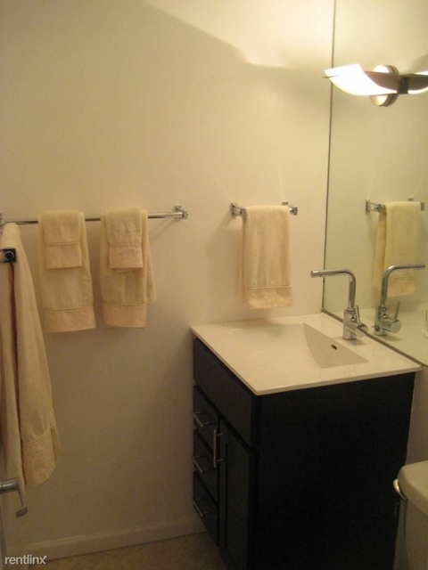 3 Bedrooms, Wrightwood Rental in Chicago, IL for $2,300 - Photo 2