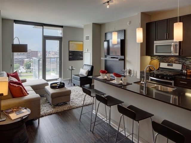 2 Bedrooms, West Loop Rental in Chicago, IL for $3,549 - Photo 2