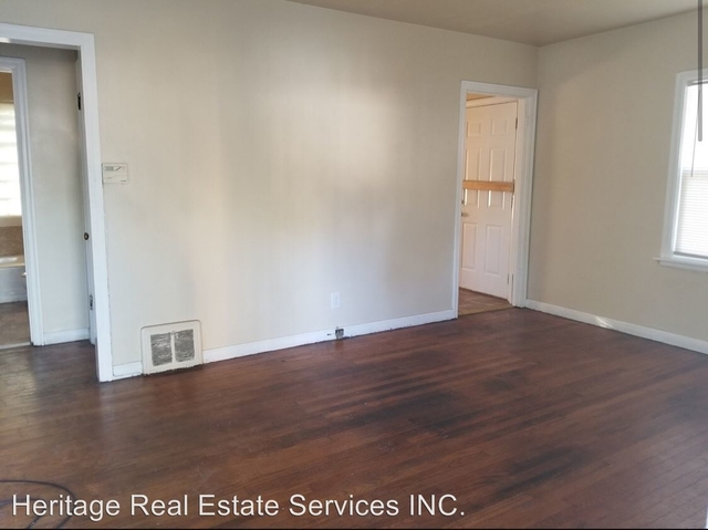 2 Bedrooms, Tolleston Rental in Chicago, IL for $750 - Photo 2