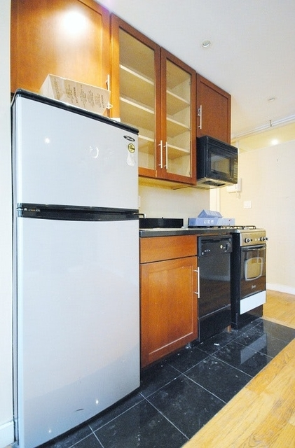 3 Bedrooms, Lower East Side Rental in NYC for $4,418 - Photo 2