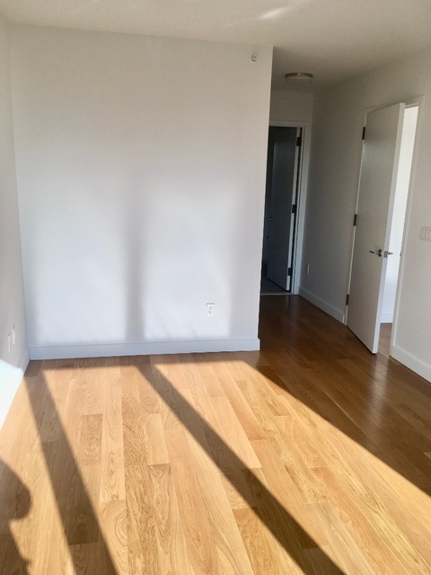 2 Bedrooms, Hell's Kitchen Rental in NYC for $4,993 - Photo 2