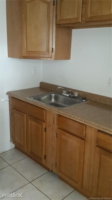 2 Bedrooms, New Hope Overtown Rental in Miami, FL for $1,150 - Photo 2