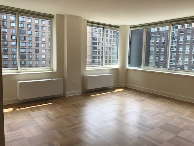 2 Bedrooms, Lincoln Square Rental in NYC for $6,070 - Photo 1