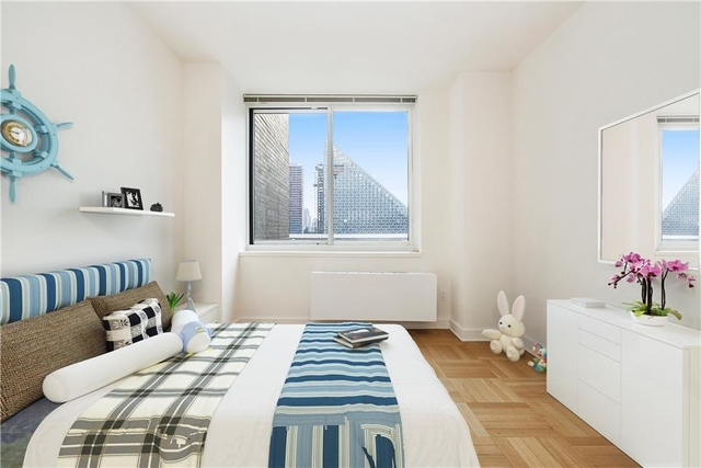3 Bedrooms, Lincoln Square Rental in NYC for $7,210 - Photo 2