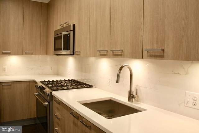 2 Bedrooms, Southwest - Waterfront Rental in Washington, DC for $3,000 - Photo 2